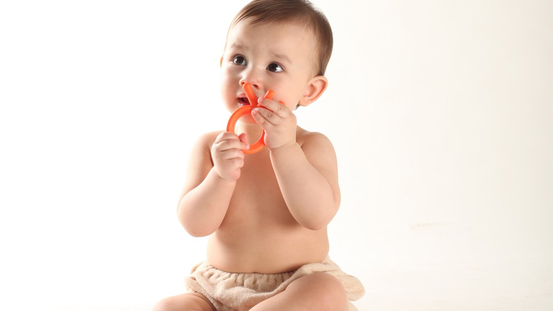 the truth about teething and sleep comotomo